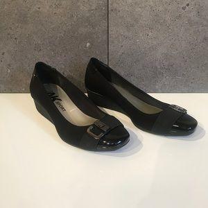 Anne Klein Black Wedgw Pump - Size 9